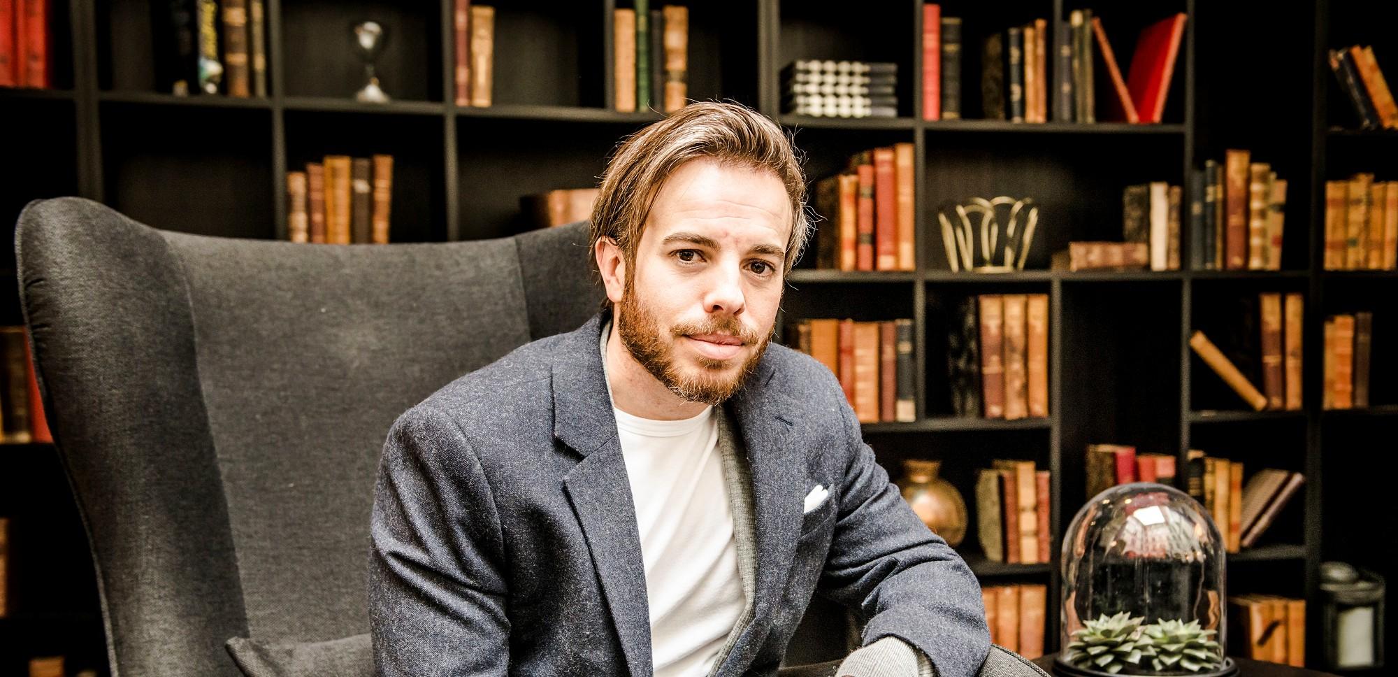Můj další thriller se možná bude odehrávat v Praze. Daniel Cole se těší na setkání s českými čtenáři!